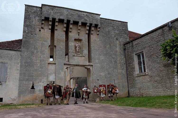devant les fortifications de Flavigny sur Ozerain