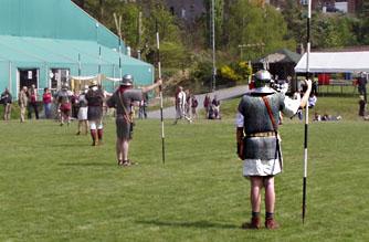 Alignement de jalons afin de placer la via praetoria d'un camp