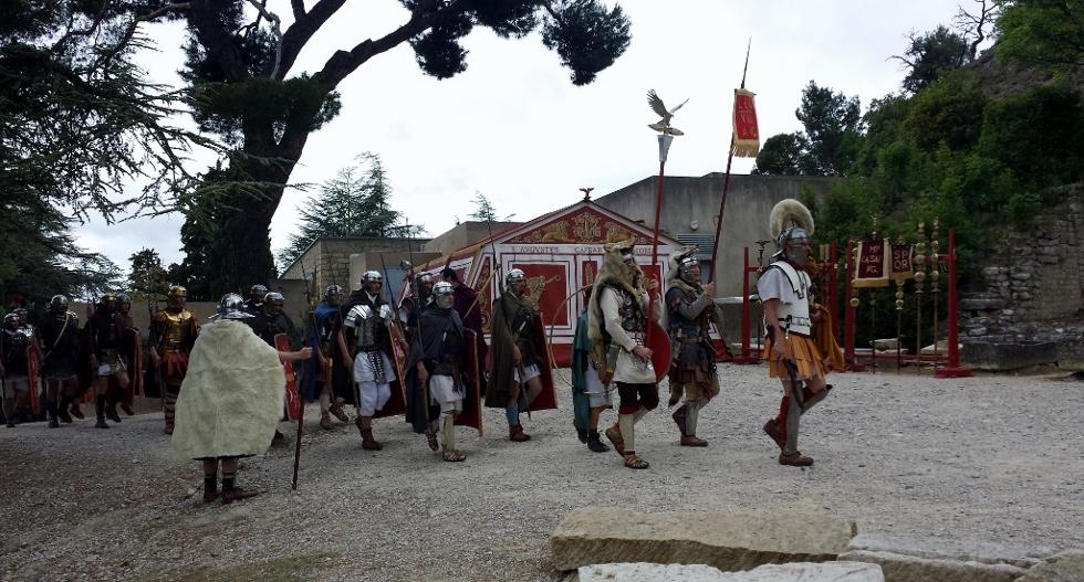 Tête de colonne devant la tente de l'Empereur