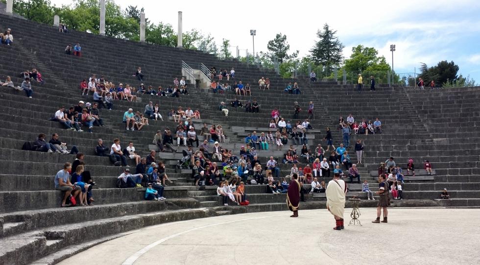Hadrien au théâtre