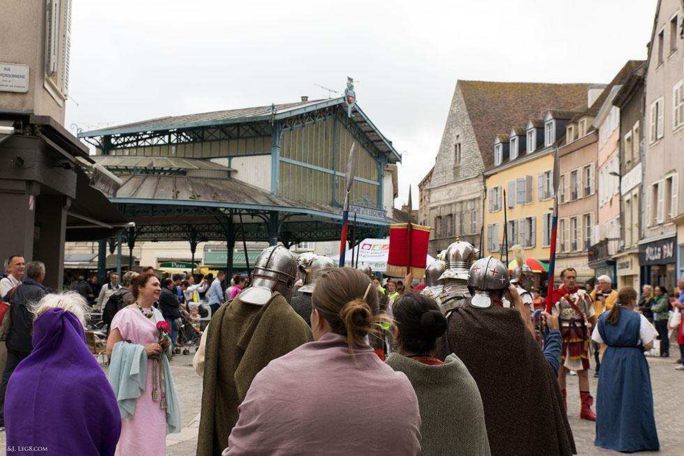 Devant le marché aux légumes de Chartres