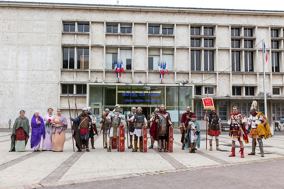 Devant la mairie de Chartres