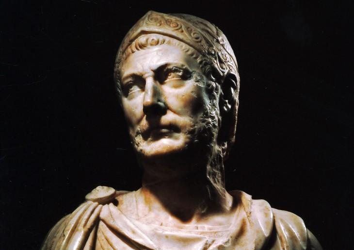 Hannibal. Il est présenté ici en « strategos », général grec. L'influence hellénistique était très forte à Carthage.