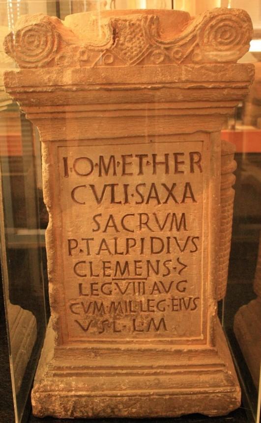 Fig 4. Autel votif de Publius Talpidius Clemens provenant des carrières de Norroy-les-Ponts-à-Mousson.