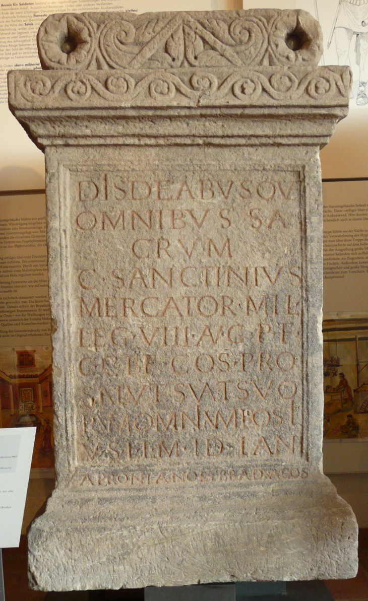 Fig. 6 : Autel votif de Caius Sanctinius Mercator provenant de la statio d'Obernburg sur le limes du Main, en Germanie supérieure.
