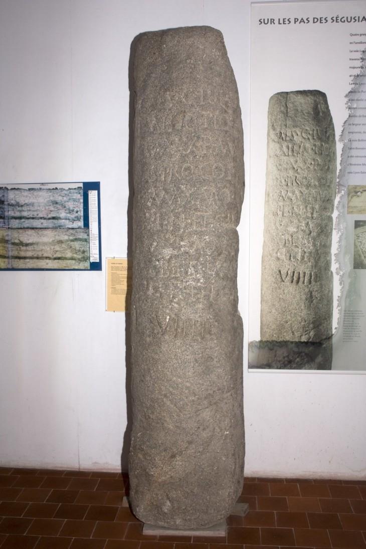 Borne milliaire trouvée à Moingt sur le tracé de la voie romaine menant à Autun