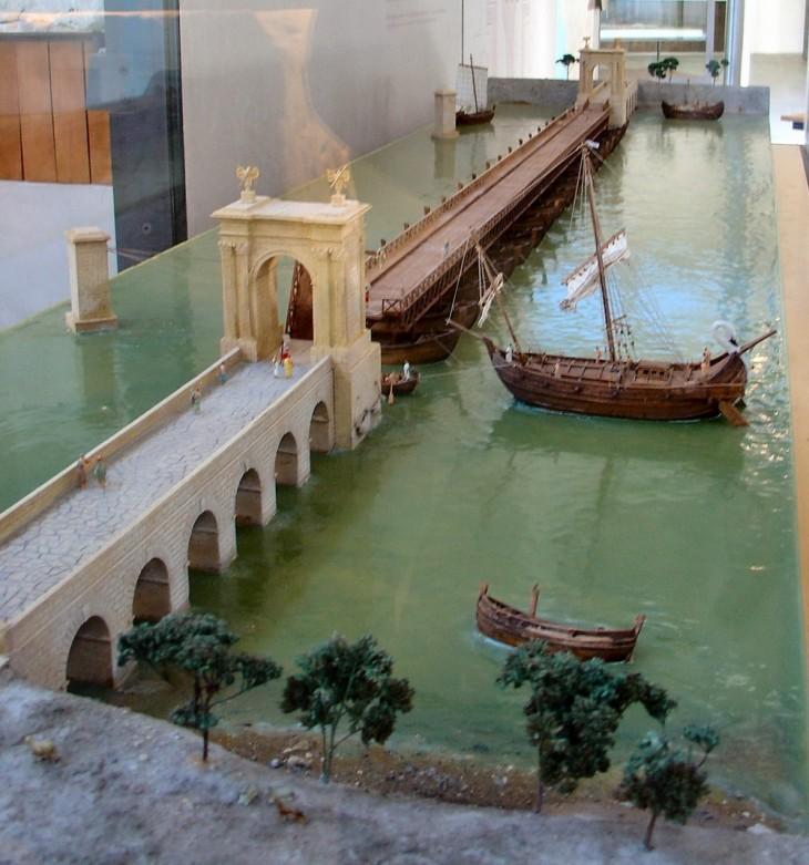 maquette pont de bateaux Arles