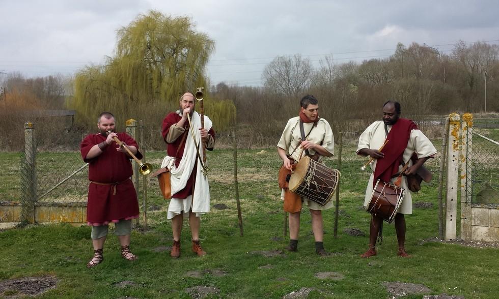 première étape à Dreuil les Amiens, mini-concert de musique antique