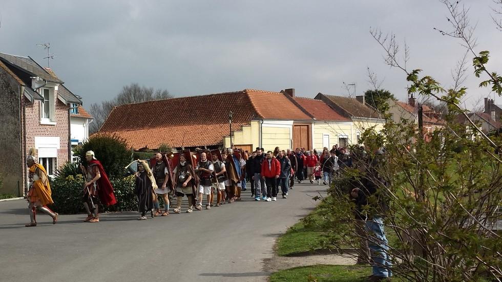 première étape à Dreuil les Amiens, l'arrivée des marcheurs