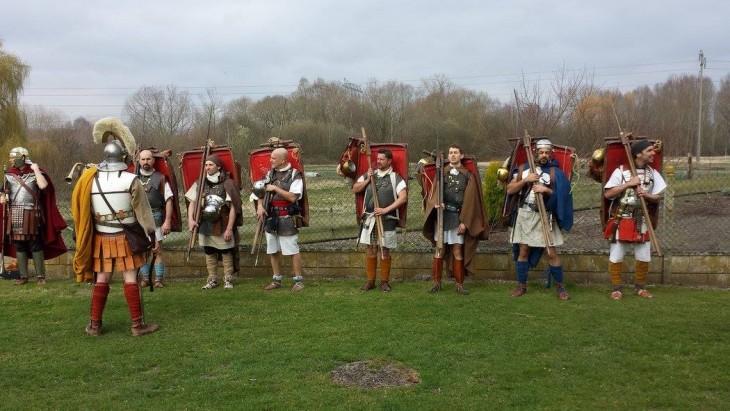Les 7 marcheurs, le centurion et le tubicen.