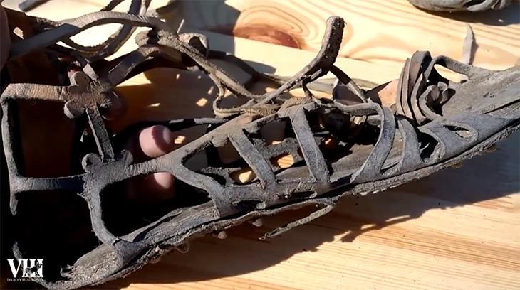 Une chaussure fabriquée en Inde, après trois jours de marche.