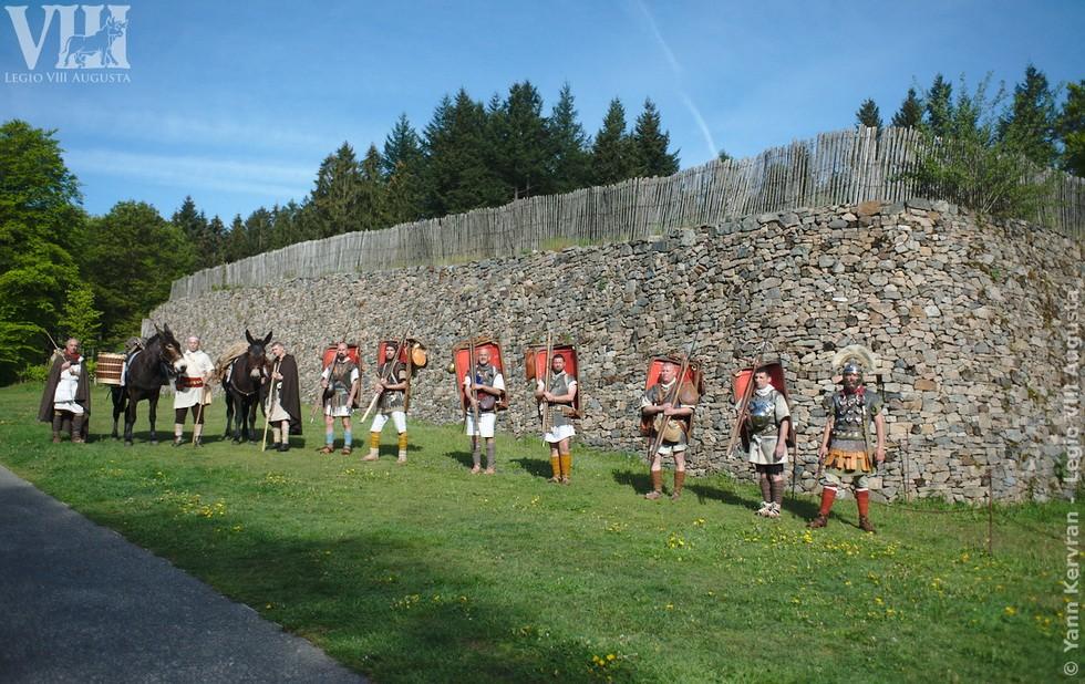 le contubernium de la Legio VIII devant le Murus Gallicus de la porte du Rebout