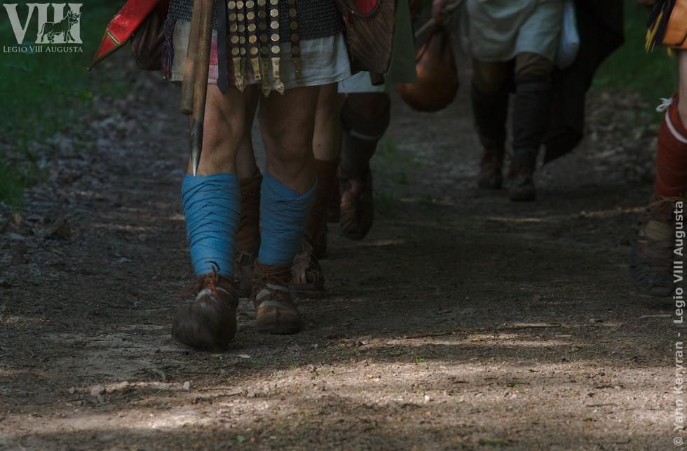 gros plan sue les chaussures des légionnaires