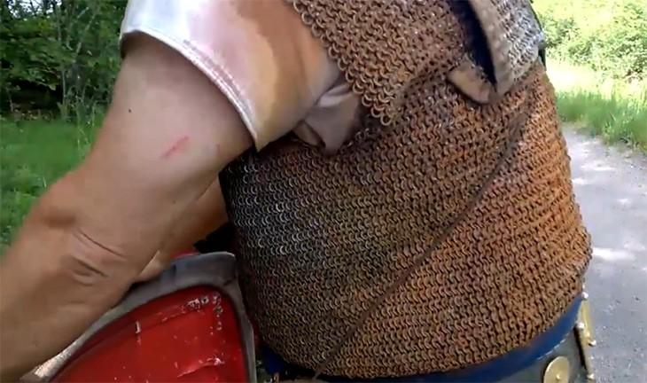 Les cotes de maille pouvaient rouiller de façon impressionnante : la sueur agresse le fer.