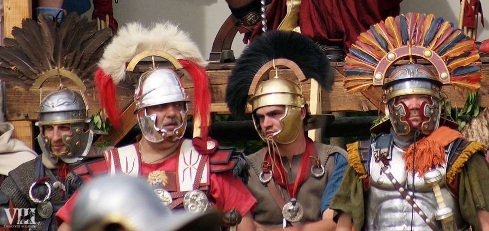 Casques romains à crête.