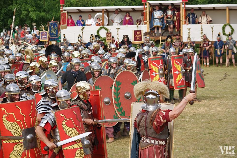 Le centurion s'apprête à donner l'assaut.