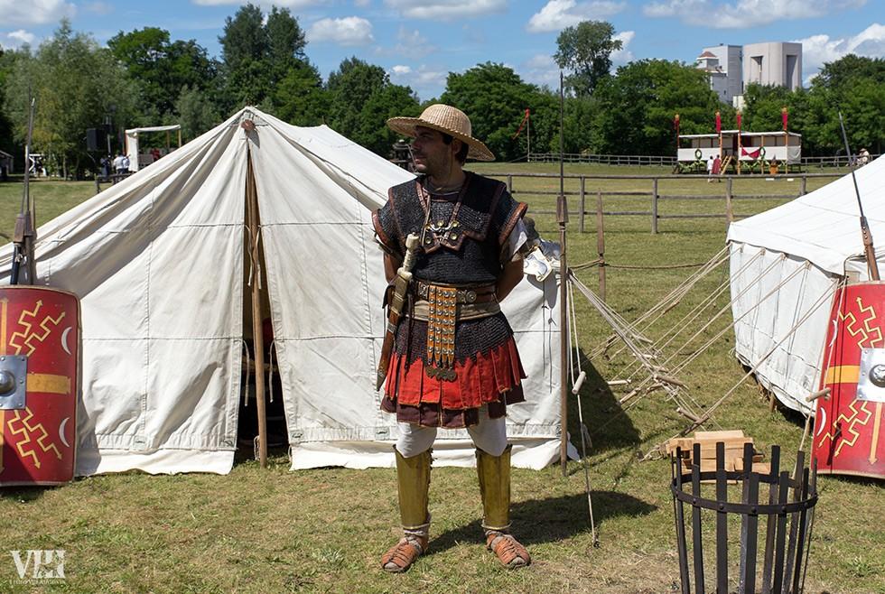 Le chapeau de paille est fondamental par fortes chaleurs, même pour les légionnaires.