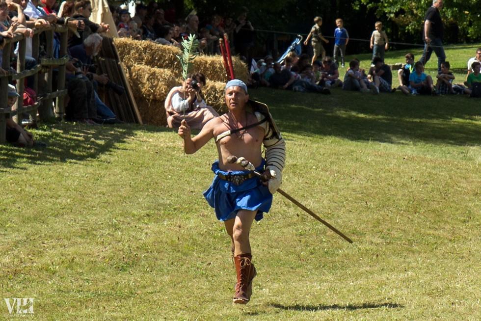 Gladiateur vainqueur, arborant fièrement la palme.