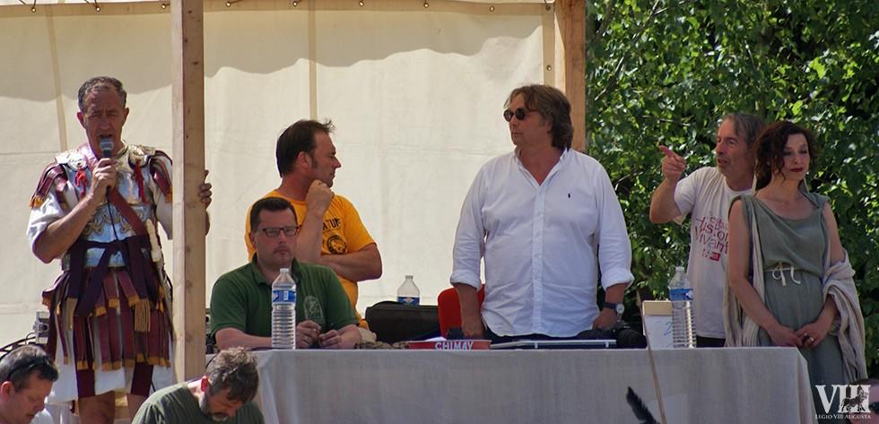 Sur la tribune, notre président René Cubaynes aux commentaires. Au milieu, Alain Nice, l'organisateur de l'événement.