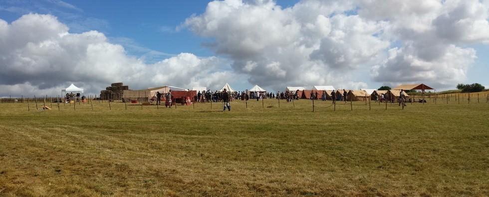 le camp des legions au matin avec l'arrivée du public