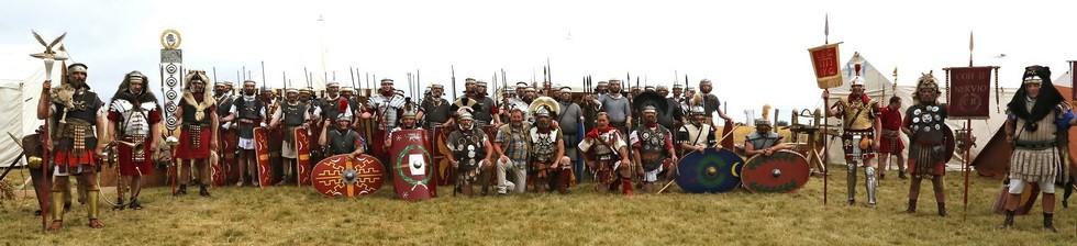 les troupes posant avec le directeur du parc de Samara