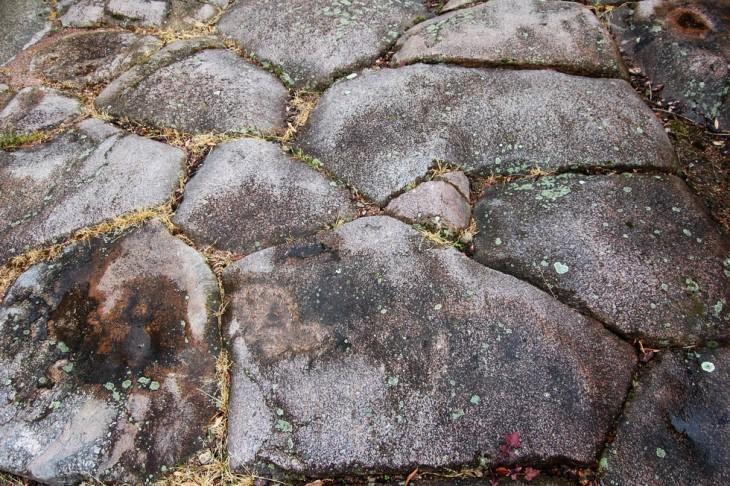 Pavement visible de la Via Agrippa sur la cardo maximus rue de la jambe de bois à Autun