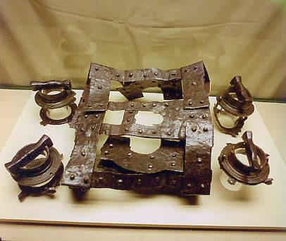 Cadre métallique et barillets de la catapulte de Caminreal (musée de Teruel)