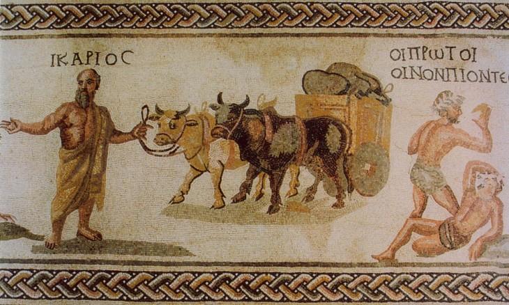 Icare tient les rênes d'un char à deux-roues tiré par des bœufs, chargé d'outres de vin. Plus loin à droite, on voit deux bergers en état d'ébriété et une mention en grec « ΟΙ ΠΡΩΤΟΙ ΟΙΝΟΝ ΠΙΟΝΤΕC », soit « Les premiers buveurs de vin ». Mosaïque datant du IIIème siècle de la villa de Dionysos -Parc archéologique de Paphos