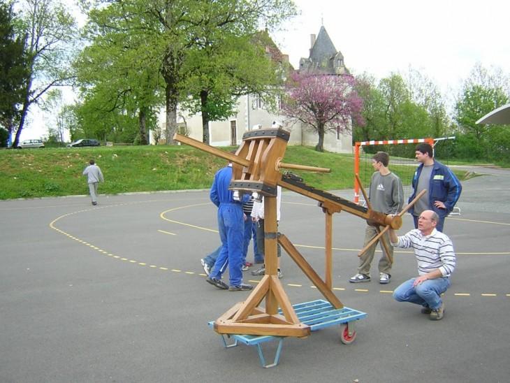 1ère photo du « prototype » sorti de l'atelier menuiserie du lycée professionnel de Chardeuil.