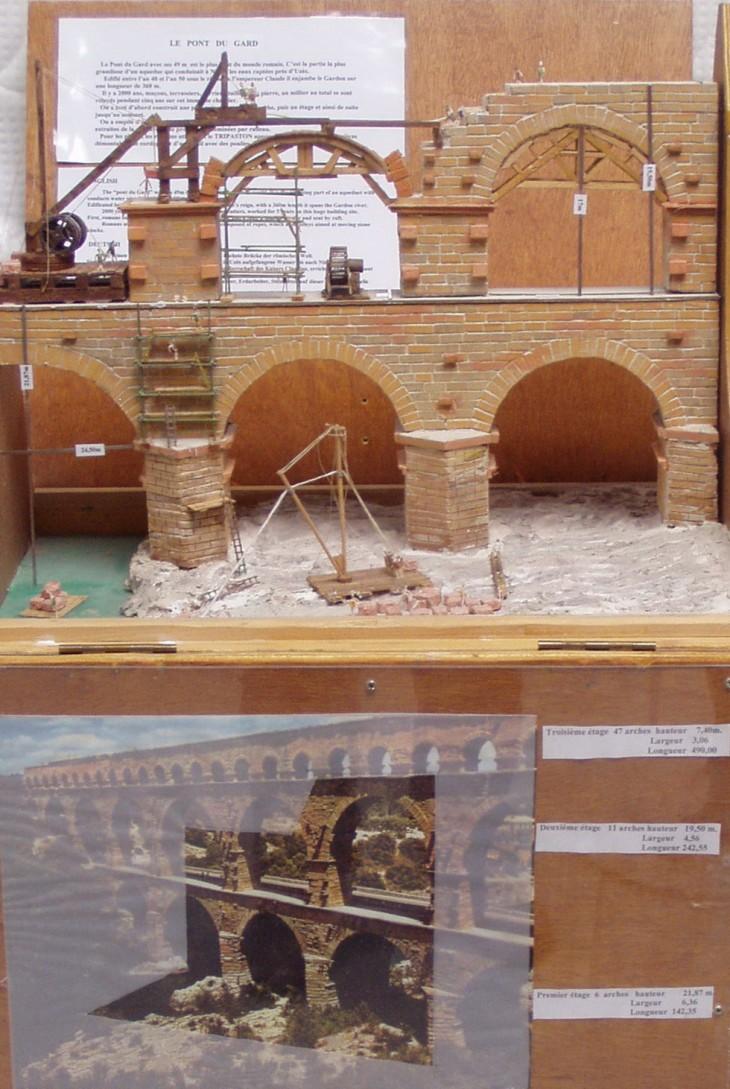 Maquette du pont du Gard en construction