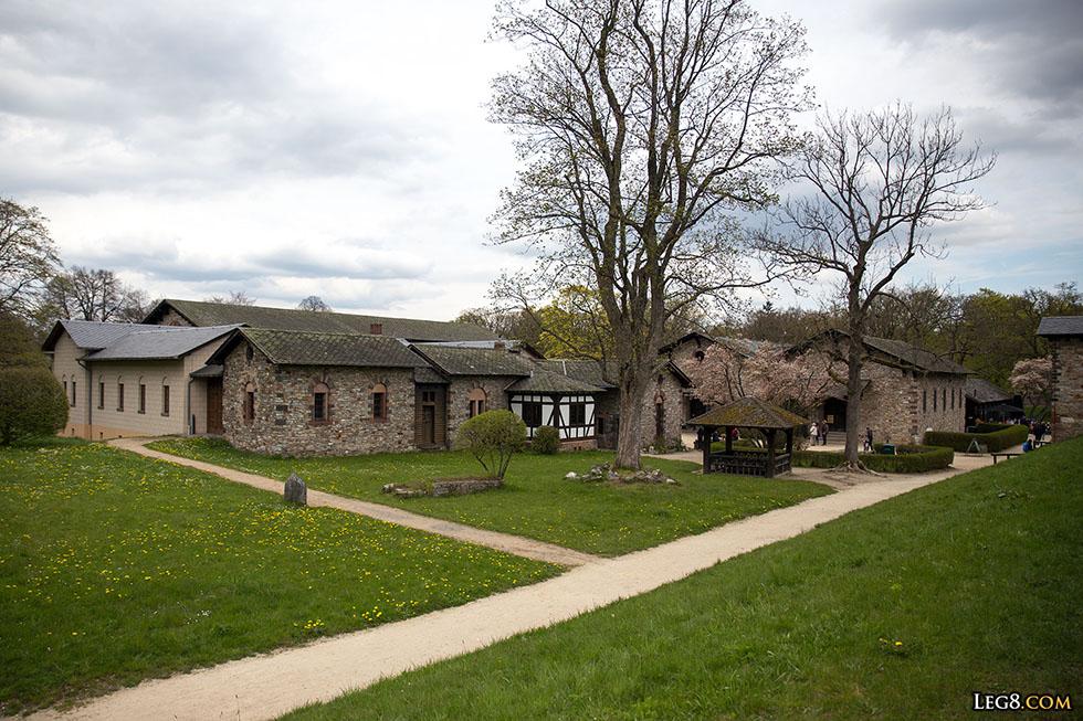 Reconstitution des bâtiments administratifs du camp auxiliaire romain