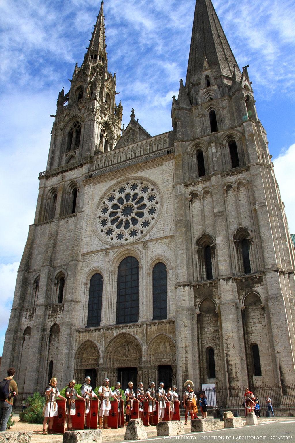 Face à la cathédrale de Chartres