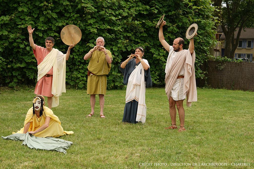 """Les <a href=""""http://www.ludi-scaenici.it/"""">Ludi Scaenici</a>, reconstituant les sonorités musicales de l'Antiquité."""